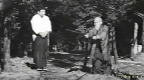 O'Sensei, fondateur de l'Aikido à Iwama avec son élève Saito Morihiro